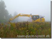 Ein Bagger im Nebel